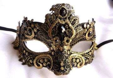 Black & gold lace Petite Mask (1)